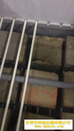 浸泡试验箱里的水泥块-4